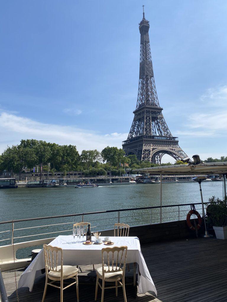 Une table dans Paris